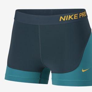 Nike Pro Icon Clash Yoga Athletic Fitted Shorts